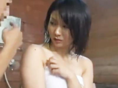混浴温泉にタオル一枚で突入した巨乳美少女が案の定おっさんに目を着けられ生挿入レイプされる