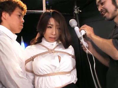 巨乳熟女OLがクスリと電マでマンコぐじゅぐじゅにされてチンポぶっ挿しに悶絶