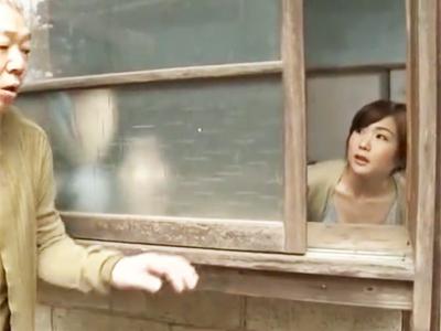「さ、入って?」一人になるなり間男ジジイを招き入れてSEX楽しむ田舎の人妻