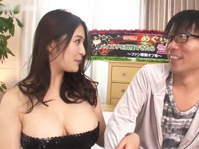 ブ男が超美人の爆乳をぬるぬるマットで堪能して渾身の膣内射精w