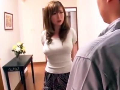 「いいじゃない♡ね?♡」ムチムチ巨乳でブラなし淫乱奥様が修理業者を玄関で誘惑して‥