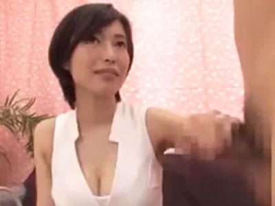 ショートカットの巨乳美女がチンポに戸惑い→本性覚醒し大興奮パコ