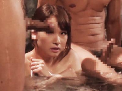 旦那より先に露天風呂に入った一瞬でデカチン痴漢に中出しされてしまった美人妻