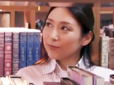おしとやかな女教師が図書室で上司に中出しレイプされて唖然w