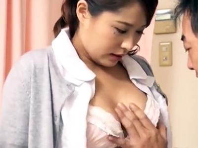 巨乳の白衣の天使がねっとり口淫で濃厚精子を吸い出しご奉仕w
