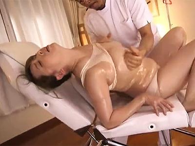 「イク!イぐぅぅ!」豊満熟女さんが乳腺マッサSEXで仰け反りイキ