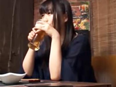 居酒屋で意気投合した美女を酔わせて持ち帰りほろ酔い状態で中出しパコw