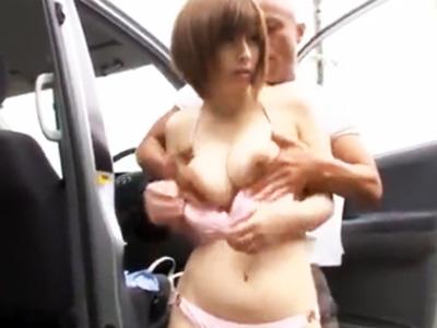 車の陰でビキニに着替えていた女子大生を見つけ拉致って犯す鬼畜オヤジw