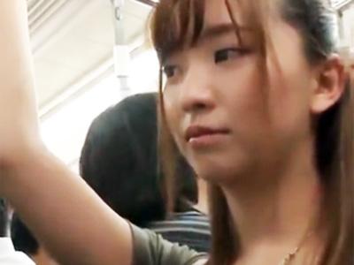 巨乳美女が満員電車で手マンされお漏らし→バックから肉棒ねじ込まれてハメ倒されるw