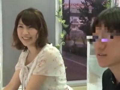 素人美女が冴えない男性とまさかの濃厚パコ→思わずアクメ