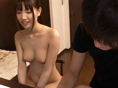 全裸で勉強を教えてくれる淫乱家庭教師のお顔にザーメン発射