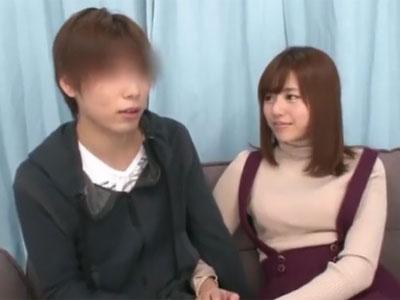 瑠川リナが恥ずかしそうなファン君をコスプレ姿でリードして奉仕抜き
