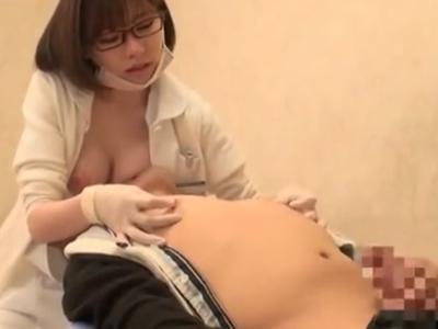 メガネビッチな歯科衛生士さんが患者に速攻チンシャブ攻撃w