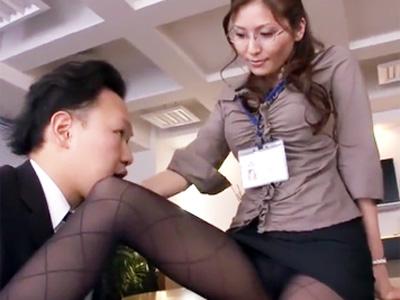 若手新入社員を誘惑してオフィスで3Pファックを楽しむ痴女OL