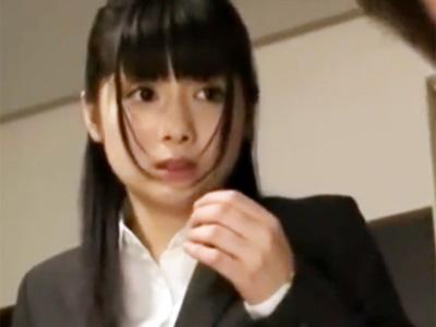 新卒の美少女OLが上司にパンスト足コキを強要されてドン引きw