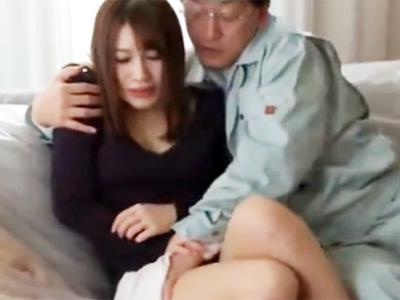 「嫌です‥やめてください‥」修理業者のオッサンに無理やり中出しレイプされる美人若妻