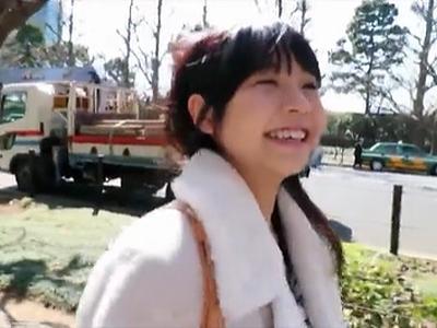 無垢な笑顔のスレンダー美少女がそのままの笑顔で初撮りSEX