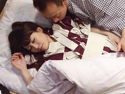 可愛すぎる部下OLが寝息を立てて寝ているので興奮が抑えられなくなってしまったw