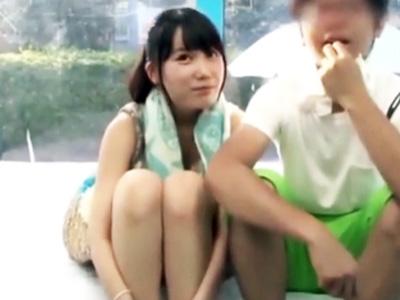 カップルでプールに遊びに来ていた彼女に無料マッサージ→セクハラ連発して寝取りハメ