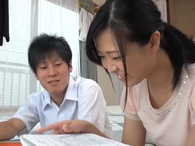 清楚な家庭教師のお姉さんと流れでパコ開始→うっかり無許可で生中出し