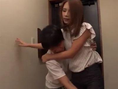 泥酔したデカ尻お姉さんを介抱→ムラついて我慢できずに即パコ