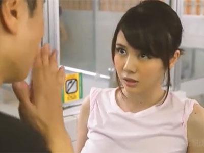 圧倒的なガチ巨乳を持つお姉さんが銭湯のお客さんのチンポをパイズリ奉仕