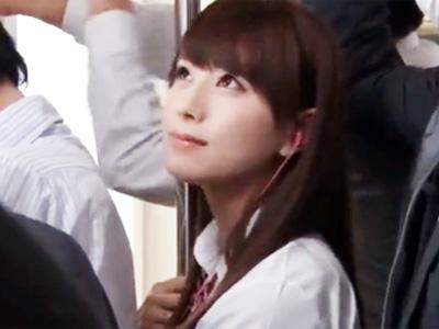 可愛い制服美少女を発見したリーマンが満員電車で痴漢レイプ!