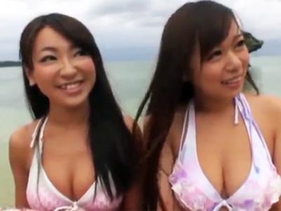 ビーチでナンパした爆乳美女コンビと浜辺で乱れまくりの青姦乱交w