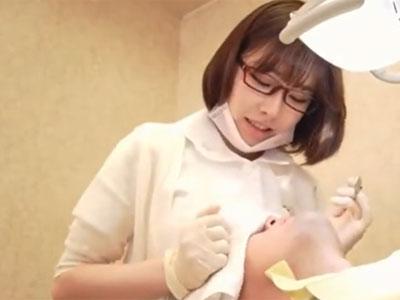 歯科衛生士のお姉さんによるチンポ支援でザーメン駄々漏れ発射