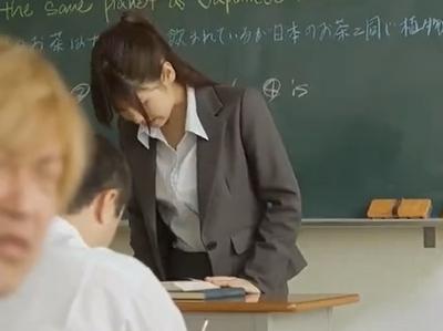 「ヤメて!お願いだからッ!」不良軍団に授業中にレイプされる新任女教師