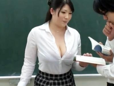 爆乳おっぱいの人妻女教師が鬼畜生徒たちの悪事にハマりご奉仕させられる!