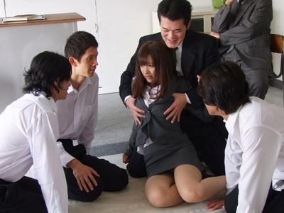 「お願いヤメてぇ!」同僚教師もグル!まだ幼さの残る新任教師が集団レイプされ
