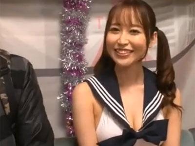 極上のテクを持つ篠田ゆうから堪え切って生中出し権を獲得する執念深いおっさん