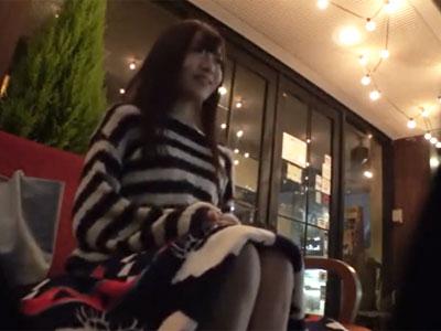 アイドル級に可愛い童顔素人娘が初対面のおっさんとのハメ撮りで中出しされ着床