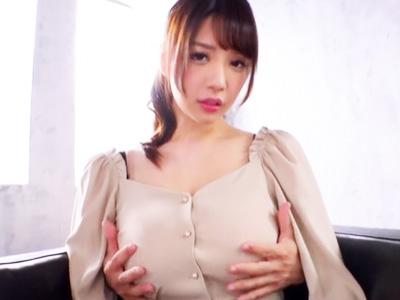 美爆乳のお姉さんがエロいランジェリーを着ておっぱい揺らしまくる乳揺れファック
