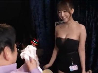 元アイドルの三上悠亜が一生懸命にソープご奉仕