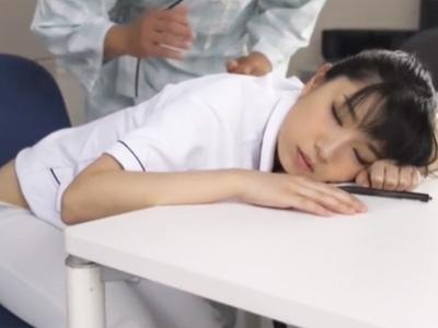清楚なナースが夜勤中に居眠りしてしまい患者にレイプされちゃうw