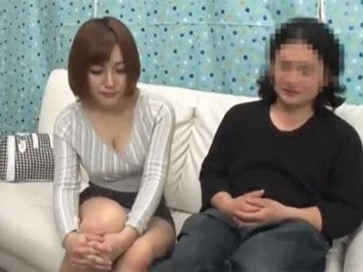 巨乳なショトカ妻がキモオタのチンポを挿入され→生中出しフィニッシュ
