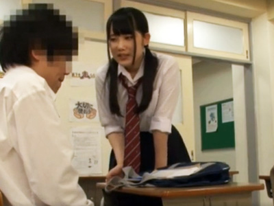 彼女の友達に教室で強引に迫られねっとりキスからのイチャラブNTR性交
