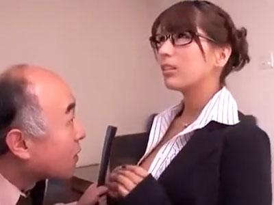 眼鏡美女OLが禿げた爺に強引に襲われてザーメン塗れフィニッシュ