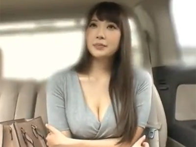 S級巨乳美女が様々なコスに着替えながら素人チンポにご奉仕