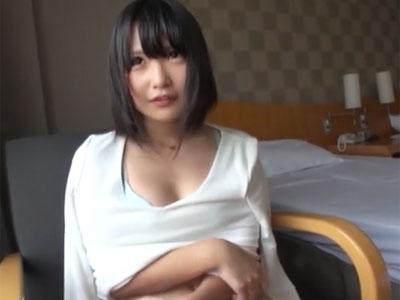 ガチロリ顔の素人美少女をホテルに連れ込んで→生中出しパコ