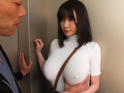 常にノーブラのデカ乳Jカップ娘と濡れた衣類のまま着衣ハメ