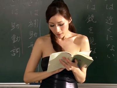 生徒に弱みを握られ言いなりになった爆乳教師が調教プレイに被虐な表情で応え続けるw