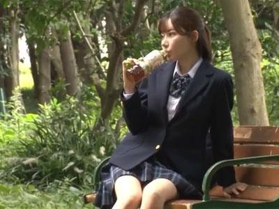 デカマラ好きな淫乱JKが公園で見つけたおじさんのチンポをフェラ抜き