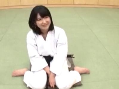 これがアスリートの身体!鍛え抜かれた柔道美少女が3Pパコw