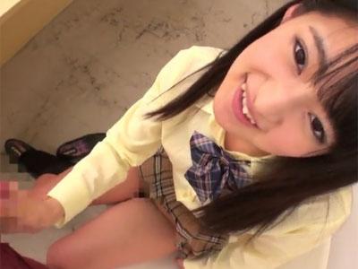 貧乳のロリ系美少女がガチ勃起チンポに一生懸命にご奉仕