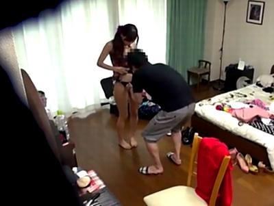 「くすぐったいの苦手?」ガチ男スタッフをいきなり押し倒して精子を奪う痴女