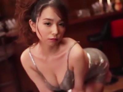 バキュームフェラで客からザーメンを搾り取る淫乱キャバ嬢