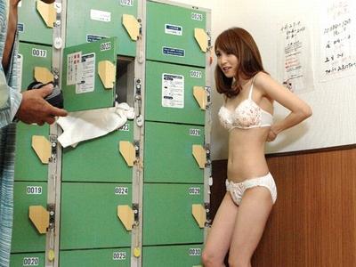「普通のお客さんもいますけど…」大橋未久さんが営業中の公共浴場で公開パコ